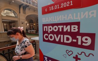 epa09282549 A woman stands in line waiting to receive an injection of Russia's Sputnik V Gam-COVID-Vac vaccine against the coronavirus COVID-19 at the vaccination point at the State Department Store GUM in Moscow, Russia, 18 June 2021. Over the past 24 hours, 9,056 cases of COVID-19 coronavirus infection have been detected in Moscow, which has become a new absolute record since the beginning of the pandemic.  Mass entertainment events with more than 1,000 participants are prohibited in Moscow, while dance floors and fan zones for football fans are being closed.  EPA/SERGEI ILNITSKY