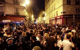 """Music enthusiasts take part in the French midsummer Festival of Music, """"Fete de la Musique"""" in Paris on June 21, 2021. - France celebrates music in all its forms with a giant street party on June 21. (Photo by GEOFFROY VAN DER HASSELT / AFP) (Photo by GEOFFROY VAN DER HASSELT/AFP via Getty Images)"""