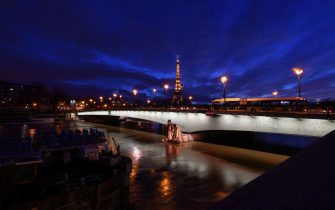 Le Zouave du Pont de L Alma - Flood of the Seine: several portions of the quays closed in Paris. If the level of the river continues to rise, the roads along the quays could become impassable, both for motorists and public transport.//URMAN_19190009/2102021923/Credit:Lionel Urman/SIPA/2102021925