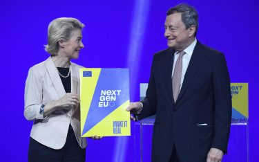 President of European Commission Ursula von der Leyen (L) gives the 'Next Generation EU recovery program of the European Union' to Italian Prime Minister Mario Draghi as they attend a press conference after their meeting at Cinecitta' studios in Rome, Italy, 22 June 2021.  ANSA/ETTORE FERRARI