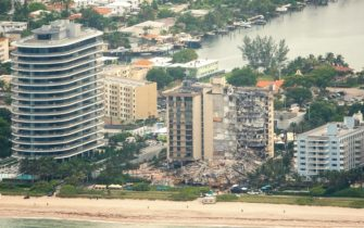epa09304572 An aerial view of the partial collapsed 12-story condominium building in Surfside, Florida, USA, 26 June 2021. Miami-Dade Fire Rescue officials said more than 80 units responded to the collapse at the condominium building near 88th Street and Collins Avenue just north of Miami Beach on last 24 June around at 2 a.m.  EPA/CRISTOBAL HERRERA-ULASHKEVICH