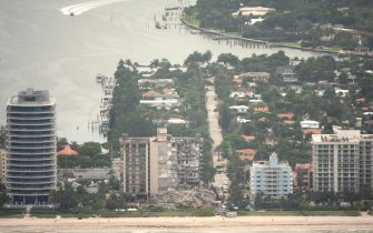 epa09304571 An aerial view of the partial collapsed 12-story condominium building in Surfside, Florida, USA, 26 June 2021. Miami-Dade Fire Rescue officials said more than 80 units responded to the collapse at the condominium building near 88th Street and Collins Avenue just north of Miami Beach on last 24 June around at 2 a.m.  EPA/CRISTOBAL HERRERA-ULASHKEVICH