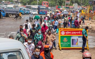 epa09305059 People leave Dhaka heading to their home villages ahead of week-long lockdown in Dhaka, Bangladesh, 27 June 2021. Bangladesh authority imposed a nationwide all-out lockdown starting from Monday 28 June, following a spike in COVID-19 cases.  EPA/MONIRUL ALAM