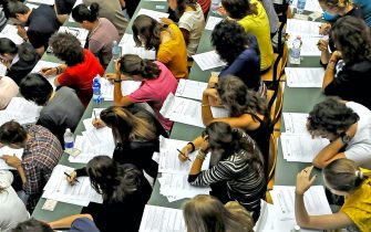 Università - Al via oggi i test di ammissione ai corsi di laurea a numero chiuso - In foto: a Torino oggi più di duemila studenti si sono presentati questa mattina nelle aule di Palazzo Nuovo per sostenere il test di ammissione alle facoltà