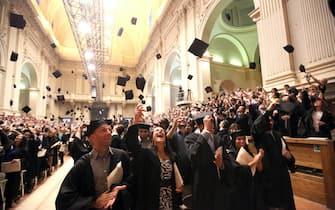 La cerimonia di proclamazione dei dottorandi all' apertura della prima riunione mondiale dei laureati dell''ateneo Bolognese nell'aula Magna di Santa Lucia, Bologna, 19 Giugno 2015.ANSA/GIORGIO BENVENUTI