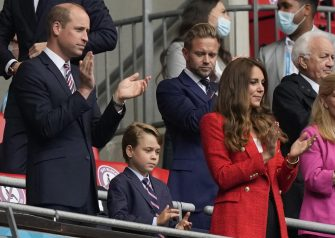 epa09311178 Britain's Prince William (L), his wife Catherine (R), Duchess of Cambridge and their son Prince George (C) before the UEFA EURO 2020 round of 16 soccer match between England and Germany in London, Britain, 29 June 2021.  EPA/Frank Augstein / POOL (RESTRICTIONS: For editorial news reporting purposes only. Images must appear as still images and must not emulate match action video footage. Photographs published in online publications shall have an interval of at least 20 seconds between the posting.)