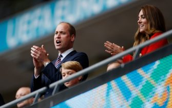 LONDON, ENGLAND - JUNE 29: Prince George with his parents Prince William, President of the Football Association and Catherine, Duchess of Cambridge applaud after the UEFA Euro 2020 Championship Round of 16 match between England and Germany at Wembley Stadium on June 29, 2021 in London, England. (Photo by John Sibley - Pool/Getty Images)