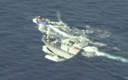 Migranti, motovedetta libica spara su barcone: il VIDEO di Sea-Watch