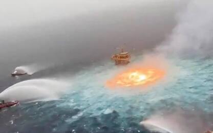 """Messico, si rompe gasdotto: un """"occhio di fuoco"""" in mare. VIDEO"""