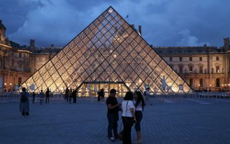 """PARIS, FRANCE - JULY 03: People visit Louvre Museum amid coronavirus (Covid-19) measures as museums are free and open from 18:00 to 23:00 p.m. within """"Night of Museums"""" event  in Paris, France on July 03, 2021. (Photo by Alaattin Dogru/Anadolu Agency via Getty Images)"""