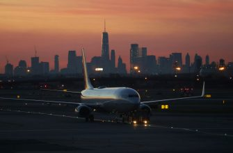 NEWARK, NJ - JUNE 17: A United Airlines airplane is towed to a gate as the sun rises behind lower Manhattan in New York City on June 17, 2018 as seen from Newark Liberty International Airport in Newark, New Jersey. (Photo by Gary Hershorn/Getty Images)