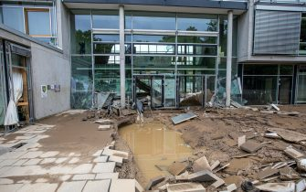 epa09349664 A damaged school after flooding in Bad Neuenahr, Germany, 16 July 2021. Large parts of Western Germany were hit by heavy, continuous rain in the night to Wednesday, resulting in local flash floods that destroyed buildings and swept away cars.  EPA/CONSTANTIN ZINN