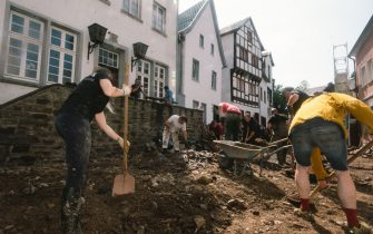 (210717) -- BAD MUENSTEREIFEL (GERMANY), July 17, 2021 (Xinhua) -- People clear a road damaged in floods in Bad Muenstereifel, western Germany, on July 17, 2021. The death toll of severe floods in western Germany reached 141 by Saturday afternoon, reported the German Press Agency (dpa). (Photo by Tang Ying/Xinhua) - Tang Ying -//CHINENOUVELLE_11.4248/2107181333/Credit:CHINE NOUVELLE/SIPA/2107181336