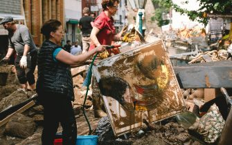 (210717) -- BAD MUENSTEREIFEL (GERMANY), July 17, 2021 (Xinhua) -- A woman cleans a painting in Bad Muenstereifel, western Germany, on July 17, 2021. The death toll of severe floods in western Germany reached 141 by Saturday afternoon, reported the German Press Agency (dpa). (Photo by Tang Ying/Xinhua) - Tang Ying -//CHINENOUVELLE_11.4251/2107181334/Credit:CHINE NOUVELLE/SIPA/2107181336