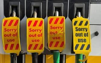 Un distributore di benzina chiuso nel Regno Unito