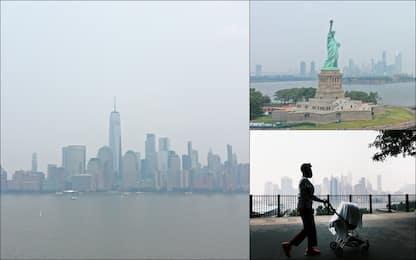 Vasti incendi negli Usa, il fumo avvolge lo skyline di New York. FOTO