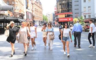 Donne a passeggio in centro a Londra