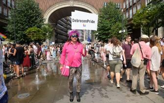 Un partecipante di Debrecen al Gay Pride di Budapest