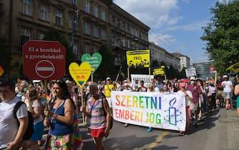 Il corteo del Gay pride di Budapest