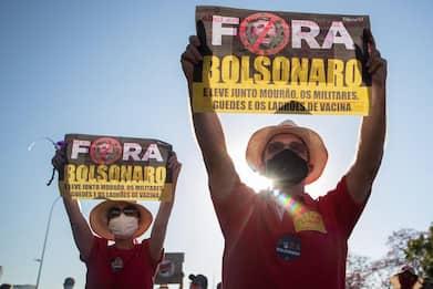 Brasile, da Rio a San Paolo in migliaia protestano contro Bolsonaro