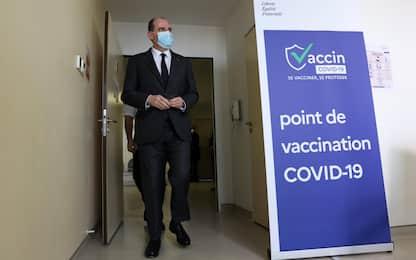 Covid Francia, green pass esteso e vaccino obbligatorio per sanitari