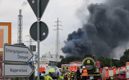 Germania, esplosione a Leverkusen: colonna di fumo da un'azienda