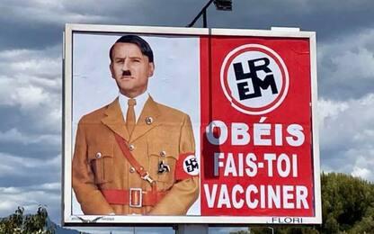 Macron come Hitler, il presidente contro artista del poster no-vax