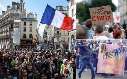 Francia, ancora proteste contro il pass sanitario a Parigi. FOTO