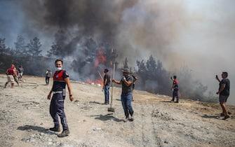 Vigili del fuoco al lavoro in Turchia contro gli incendi
