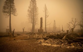 epa09404936 Buildings and vehicles are left destroyed by the Dixie Fire in Greenville, California, USA, 07 August 2021. The Dixie Fire had grown to over 440,000 acres as of 07 August.  EPA/CHRISTIAN MONTERROSA