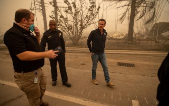 epa09404934 California Governor Gavin Newsom, right, tours the damage left by the Dixie Fire in Greenville, California, USA, 07 August 2021. The Dixie Fire had grown to over 440,000 acres as of 07 August.  EPA/CHRISTIAN MONTERROSA