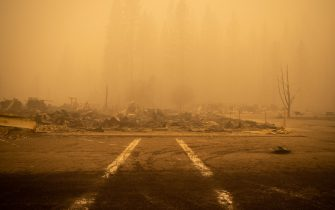 epa09404927 Buildings and vehicles are left destroyed by the Dixie Fire in Greenville, California, USA, 07 August 2021. The Dixie Fire had grown to over 440,000 acres as of 07 August.  EPA/CHRISTIAN MONTERROSA