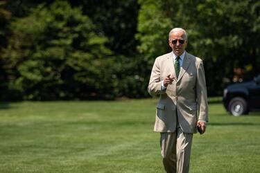 Joe Biden tan suit WH