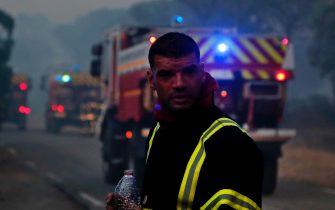 epa09418275 French firefighters take rest during a forest fire around Cannet des Maures, France, 17 August 2021. Firefighters are battling wildfires and thousands of residents are evacuated in the area near St. Tropez.  EPA/GUILLAUME HORCAJUELO