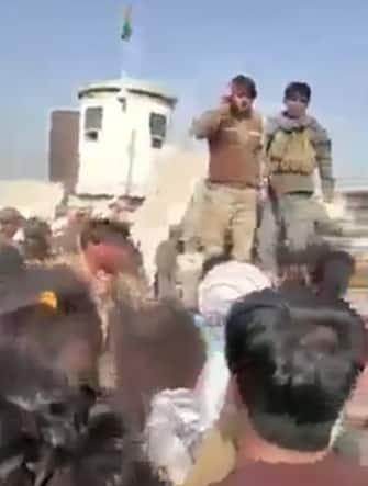 Checkpoint dei talebani all'accesso all'aeroporto di Kabul