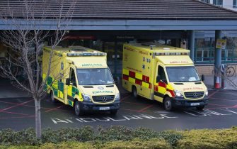 epa08933024 Emergency ambulances pictured at an Accident and Emergency Department of a Dublin City Hospital,  in Dublin, Ireland, 12 January 2021. Ireland is currently witnessing a enormous surge of COVID-19 cases after the Christmas season.  EPA/STR