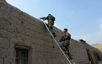 Soldati afghani durante un'azione contro l'Isis, nella provincia di Nangarhar