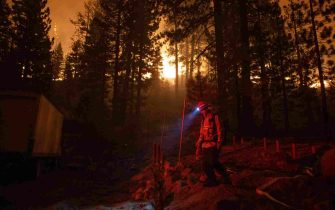 epa09437941 Firefighters prepare to fight the flames of the Caldor Fire in Meyers, California, USA, 30 August 2021. The fire, which has so far burned more than 177,000 acres, caused authorities to issue an evacuation order for residents of the city of South Lake Tahoe.  EPA/CHRISTIAN MONTERROSA