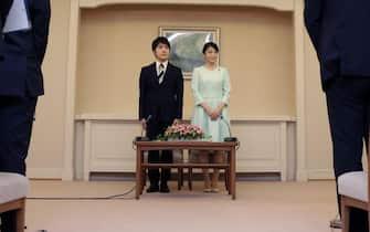 epa06180502 Princess Mako (C-R), the elder daughter of Prince Akishino and Princess Kiko, and her fiancee Kei Komuro (C-L), a university friend of Princess Mako, stand during a press conference to announce their engagement at Akasaka East Residence in Tokyo, Japan, 03 September 2017.  EPA/Shizuo Kambayashi / POOL