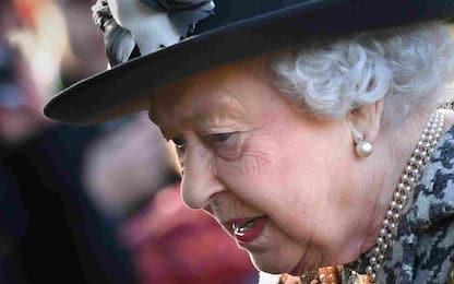 Regina Elisabetta ricoverata una notte in ospedale: come sta davvero