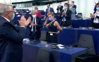 Von der Leyen elogia Bebe Vio, standing ovation al Parlamento europeo