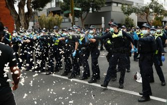 MELBOURNE, AUSTRALIA - SEPTEMBER 18: Police deploy capsicum spray onto protestors on Burnley Street Richmond on September 18, 2021 in Melbourne, Australia. Anti-lockdown protesters gathered despite current COVID-19 restrictions prohibiting large outdoor gatherings. Metropolitan Melbourne is currently subject to lockdown restrictions as health authorities work to contain the spread of the highly contagious Delta COVID-19 variant, with people only permitted to leave their homes for essential reasons. Victorian COVID-19 restrictions have been eased from today in Metropolitan Melbourne to allow outdoor picnics and small exercise groups, while the permitted travel distance from home has extended to 10km.  (Photo by Darrian Traynor/Getty Images)