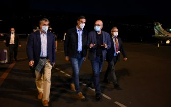 epa09477234 A handout picture made available by Moncloa's presidential palace shows Spanish Prime Minister Pedro Sanchez (2-L) upon arrival to La Palma due to the volcanic eruption in El Paso, La Palma, Canary islands, Spain, 19 September 2021. The area registered hundreds of small earthquakes along the week as magma pressed the subsoil on its way out. Regional authorities started to evacuate locals with mobility issues hours before the eruption took place.  EPA/Moncloa's presidential palace / HANDOUT IMAGE TO BE USED ONLY IN RELATION TO THE STATED EVENT (MANDATORY CREDIT) HANDOUT EDITORIAL USE ONLY/NO SALES