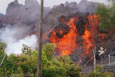 Eruzione vulcano Canarie, lava inghiottisce parte di un paesino. VIDEO