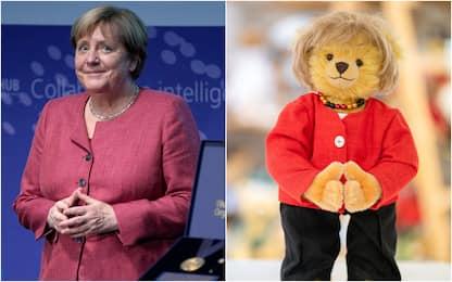 Angela Merkel in versione orsacchiotto: omaggio azienda di giocattoli