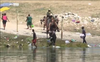 Confine Usa-Messico, polemica per video agenti che frustano migranti