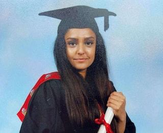 Insegnante di 28 anni uccisa, organizzate fiaccolate nel Regno Unito