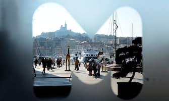 Marsiglia, Capitale Europea della Cultura 2013. Installazioni d'arte in città. La città è stata designata dall'Unione Europea capitale della cultura per l'anno 2013 e per tutto il periodo sarà animata da eventi culturali. Nella foto le sculture allestite nel porto della città..