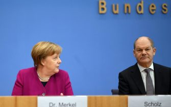 epa06597945 German Chancellor and Christian Democratic Union (CDU) party leader Angela Merkel (L) and Hamburg's First Mayor and acting Social Democratic Party (SPD) leader Olaf Scholz during a press conference prior to the signing of the coalition agreement between Christian Democratic Union (CDU), Christian Social Union (CSU) and the Social Democratic Party (SPD) in Berlin, Germany, 12 March 2018. The election of the Federal Chancellor will take place on 14 March 2018 at the Bundestag.  EPA/CLEMENS BILAN