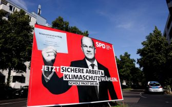 epa09410759 A large scale election poster shows Social Democratic Party (SPD) top candidate for the federal elections, Olaf Scholz, in Berlin, Germany, 12 August 2021. The federal German elections will be held on 26 September 2021.  EPA/FILIP SINGER